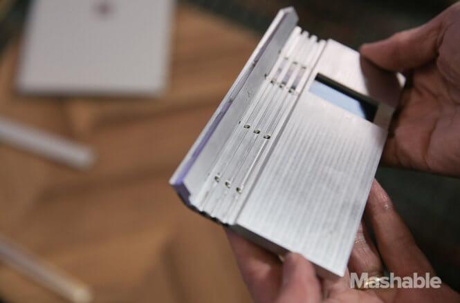 bên trong surface book