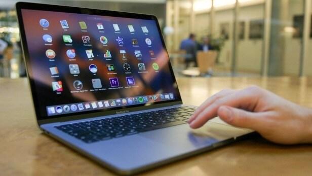 surface pro 2017 và Macbook Pro