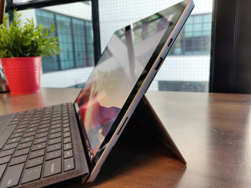 cổng kết nối Surface pro 7 plus
